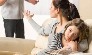 Отказ от отцовства освобождает от алиментов?